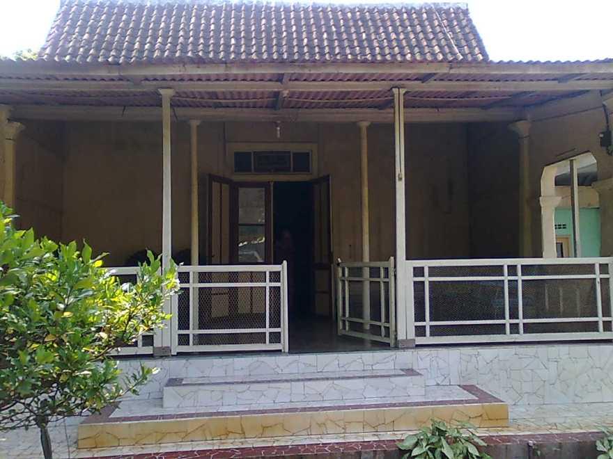 Tempat yang kami sebut rumah.... Rumah ibu, rumah leluhur, tempat kami pulang untuk menghirup hangat kasih pendahulu kami